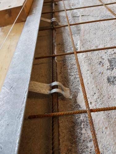 epoksy lim på gammelt betonggulv sikrer god heft for påstøp .Kjørevinkelen gjør det 100%