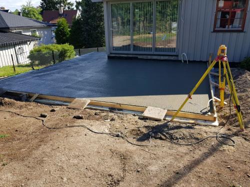 epoksy lim på gammelt betonggulv sikrer god heft for påstøp .Kjørevinkelen gjør det
