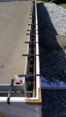 ringmur til garasje som er klar for støping
